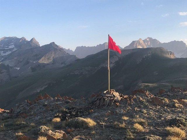 Hakkari'de operasyon: Tepeye Türk bayrağı dikildi, 9 PKK'lı etkisiz hale getirildi