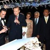 İşadamı Ömer Gürsoy, Gökçe Atakaş ile önceki akşam 600 davetlinin huzurunda Çırağan Sarayı