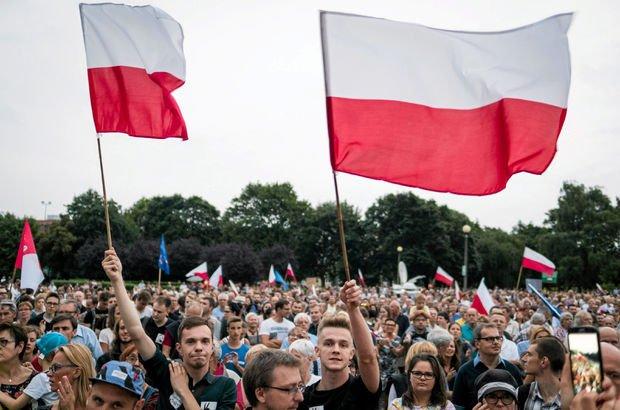 Polonya'da gösteriler sonuç verdi, Devlet Başkanı veto etti