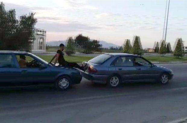 Karaman'da arızalanan otomobil böyle itildi