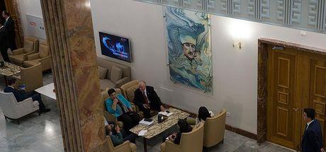 Meclis'teki muhalefet kulisine yeni Atatürk portresi