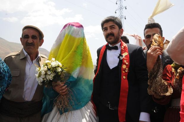 Üniversitede tanıştılar, 2 gün 2 gece süren düğünle evlendiler