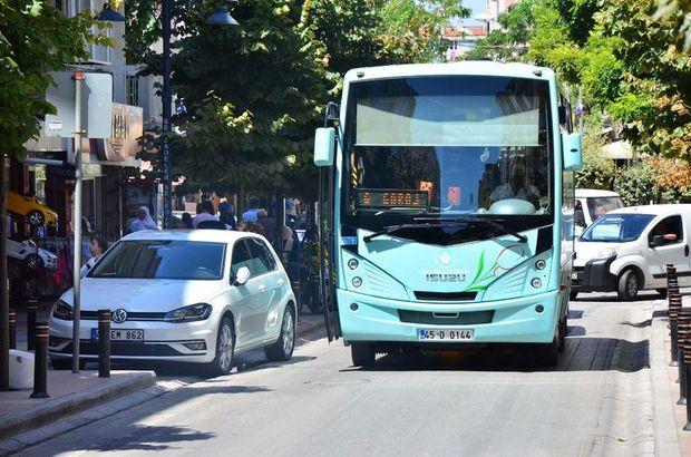 Manisa'da halk otobüsü şoförü yolu trafiğe kapadı