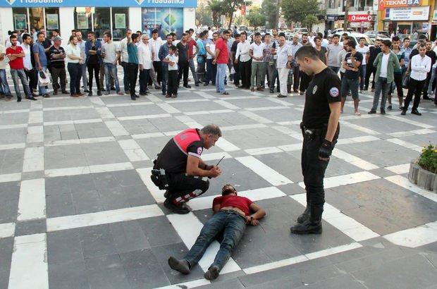 Polis öfkeli kalabalığın elinden zor aldı!