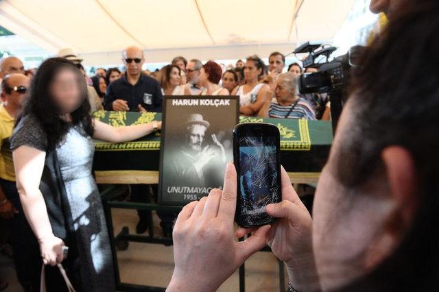 Harun Kolçak'ın cenazesinde selfie yarışı