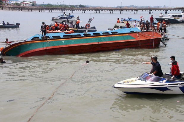 Endonezya'da tekne battı: 10 ölü