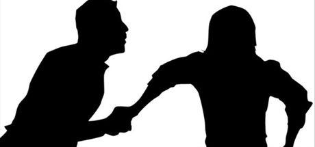 İzmir'de bir kadın barışmak istemediği eşinin bıçaklı saldırısına uğradı