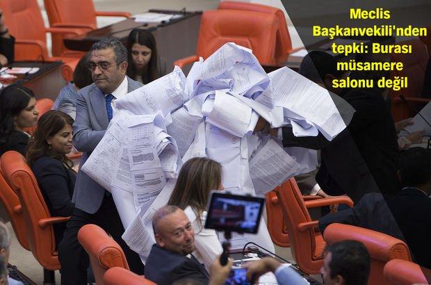 CHP'li Sezgin Tanrıkulu, kanun tekliflerinden hazırladığı ruloyu Meclis'e getirdi