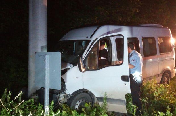 Kocaeli'de öğrencileri taşıyan minibüs elektrik direğine çarptı: 15 yaralı