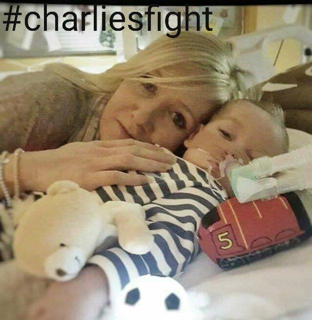 Charlie Gard bebek hayatını kaybetti
