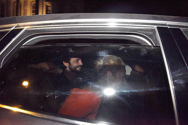 Ahmet Kural, sevgilisi Sıla'yı en önde izledi