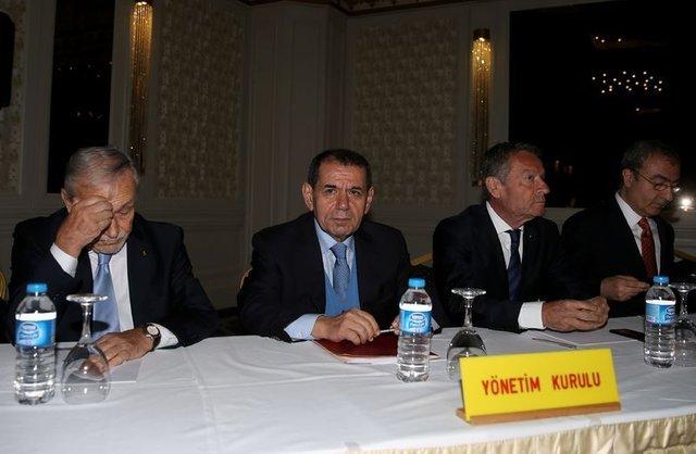 Galatasaray yönetimiyle görüşen Lucescu, maddi imkanlar nedeniyle teklife soğuk bakıyor