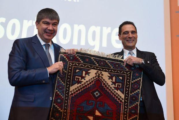 Thomas Cook CEO'su Peter Fankhauser (Sağda) ve Antalya Büyükşehir Belediye Başkanı Menderes Türel