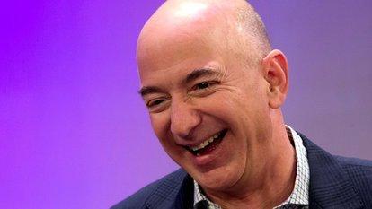 Bir anda dünyanın en zengin insanı oldu