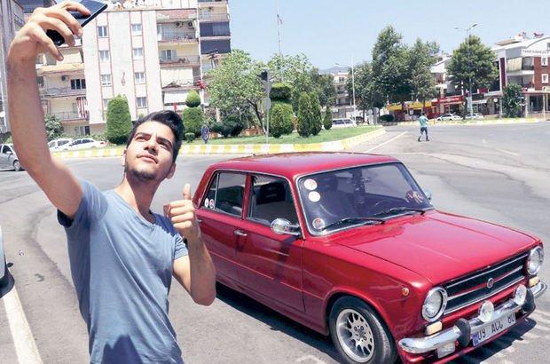 """Murat 124 model arabasını """"Kitt"""" gibi konuşturdu"""