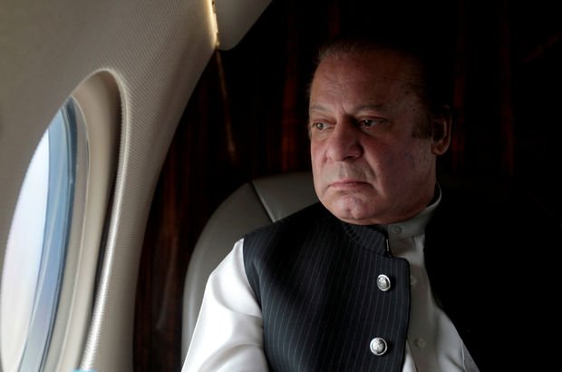 Pakistan'da Başbakan Şerif görevden alındı!