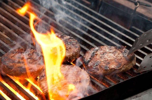 Mangaldaki çok pişmiş etler prostat, pankreas ve kolon kanserine yol açabilir!