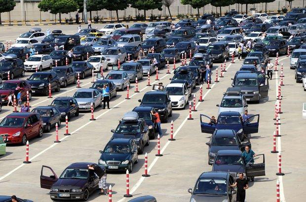 Yurt dışında yaşayan vatandaşlar Kapıkule'de yoğunluk oluşturdu