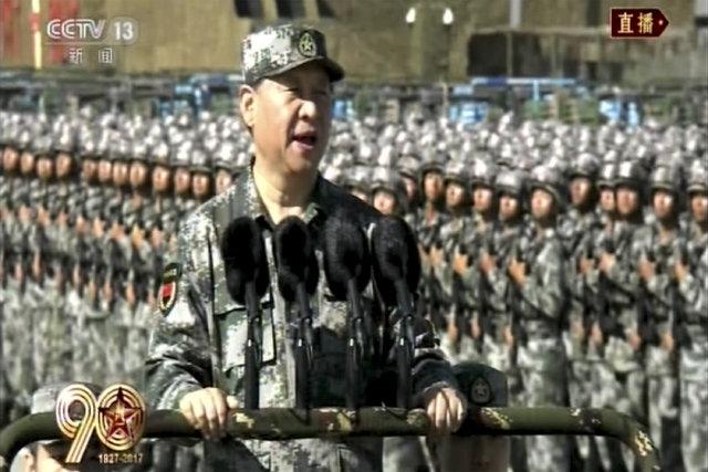 Çin'de 12 bin askerli geçit töreni düzenlendi