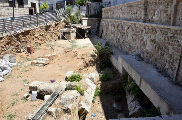 Özel mülkiyet inşaatında antik tiyatro kalıntıları