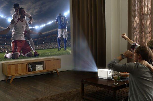 Lazer projektör ile sinema ve oyun keyfi