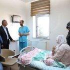 Efkan Ala, annesini hastanede ziyaret etti
