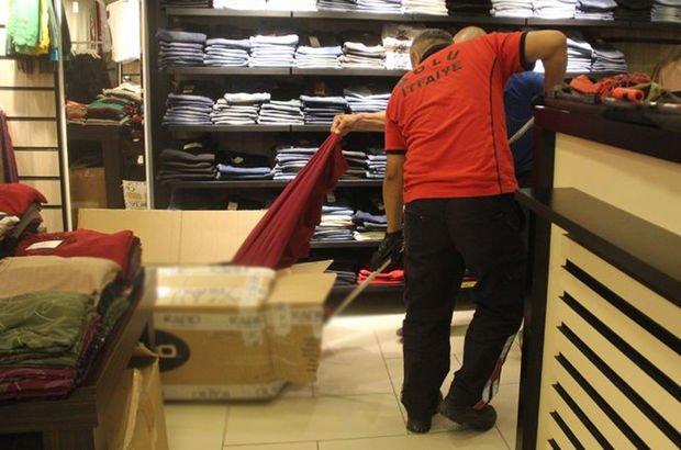 Elbise kolisinden çıktı! Çalışanlar panikle dışarı koştu