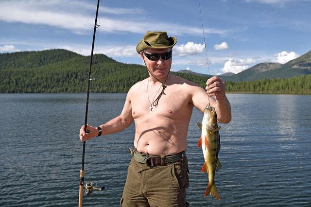 Putin balığa çıktı, stres attı!