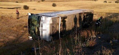 """Kayseri'de yolcu otobüsü devrildi: 26 yaralı! """"Şoför uyuyordu, kaç kere uyardık"""""""