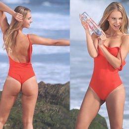 Kırmızı bikinili Tereza...