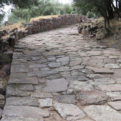 Manisa'da antik yol