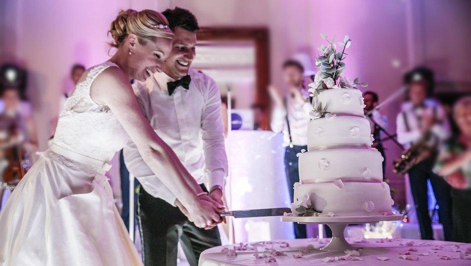 Yoksul erkekler, zengin erkeklerden daha geç evleniyor