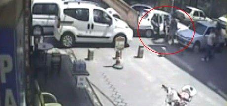 """Denizli'de iki kadının trafik tartışması """"tekme tokat"""" kavgaya dönüştü"""