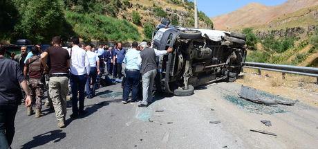 Bitlis'te Maliye BakanıNaciAğbal'ın konvoyunun geçişinde kaza: 6 yaralı