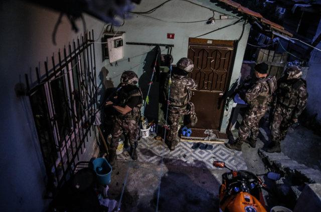 Osmanlı'dan kalma Aksaray Mahallesi'nde kalaşnikoflu-molotoflu çete savaşı