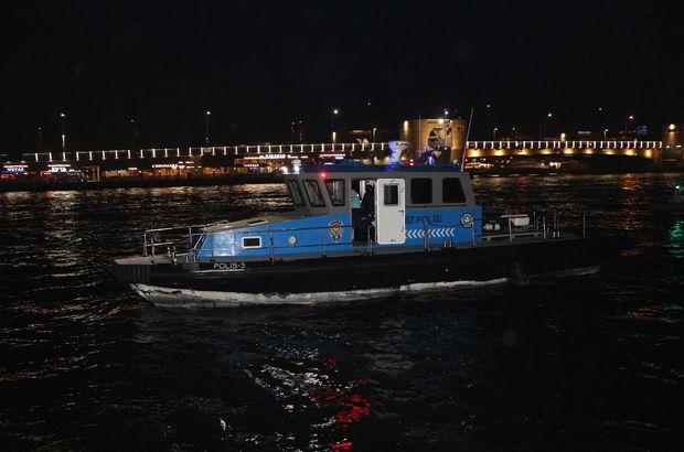 Karaköy'de 12 yaşındaki çocuk denize düştü!