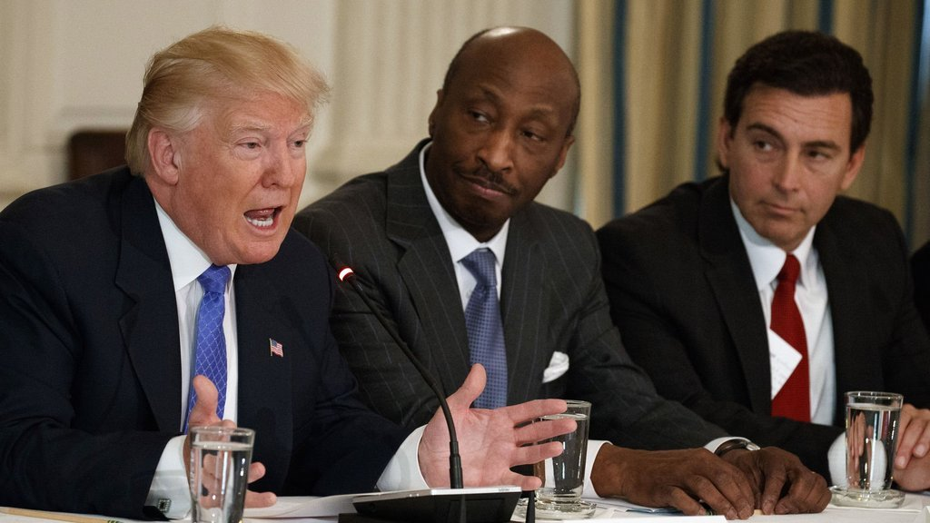 Trump'a şok! 3 istifa daha...