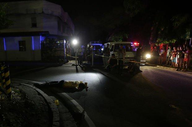 Filipinler'de uyuşturucuyla mücadelenin en kanlı gecesi!