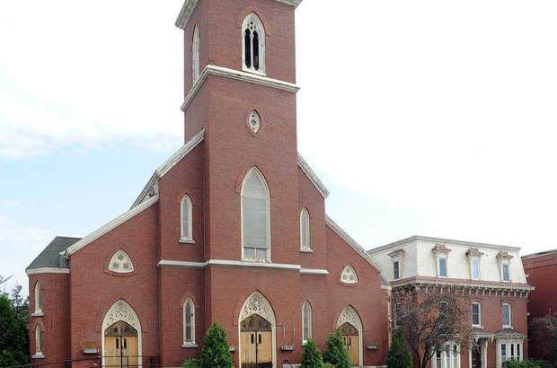 Kilisede yetişkin filmi çekildi