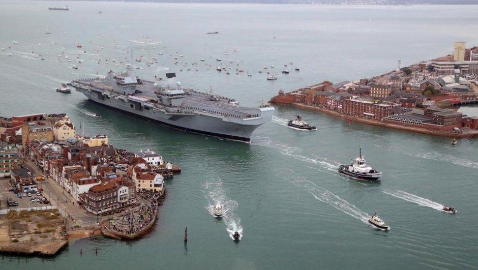 Birleşik Krallığın yeni uçak gemisi 'HMS Queen Elizabeth'  Portsmouth'ta