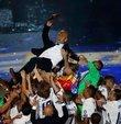 Real Madrid Teknik Direktörü Zinedine Zidane, antrenörlük kariyerindeki 7. kupasını kazandı. Fransız futbol adamı, İspanyol ekibiyle futbolculuk günlerine kıyasla daha parlak kariyere ulaştı!