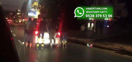 Kadıköy'de 7 patenli genç otomobile böyle tutundu!