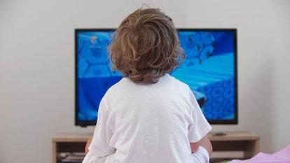 Yatak odasındaki televizyon çocuklarda obeziteye neden oluyor