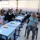 32 yıl sonra öğretmenleriyle aynı sınıfta buluştular