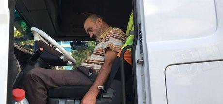 Konya'da TIR sürücüsü direksiyon başında kırmızı ışıkta uyudu