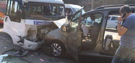 Aydın'da minibüs ile ticari araç çarpıştı: 16 yaralı