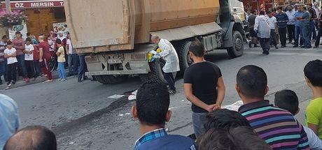 İstanbul Esenyurt'ta 2 çocuk hafriyat kamyonuna bisikletle çarptı: 1ölü, 1 yaralı