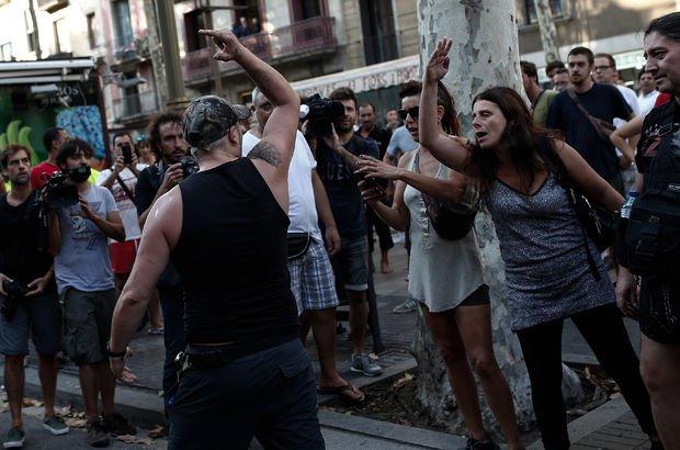 Sol görüşlü Katalanlar İslam karşıtı gösteriyi engelledi