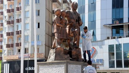 Diyarbakır'da Atatürk Anıtı'na çekiçli saldırı!