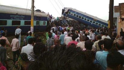 Hindistan'da tren raydan çıktı! En az 10 ölü